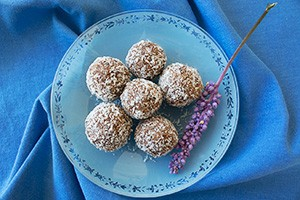 date balls - top view S