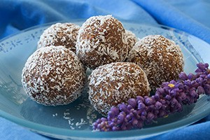 date balls - side view close S